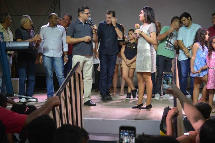 Multidão recepciona Eduarda Brasil em sua cidade São José de Piranhas